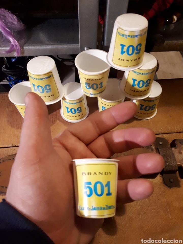 Coleccionismo Otros Botellas y Bebidas: Lote 9 antiguos vasos de chupitos de plástico publicitarios brandy 501 - Foto 2 - 110749856