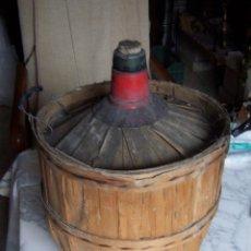 Coleccionismo Otros Botellas y Bebidas: DAMAJUANA VIRESA, 16 LITROS, FORRADA EN MADERA.. Lote 112216903