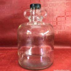 Coleccionismo Otros Botellas y Bebidas: GARRAFA DE FARMACIA DE 2L CON ARGOLLAS Y TAPÓN DE BAQUELITA. Lote 119901539