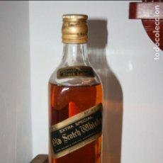 Coleccionismo Otros Botellas y Bebidas: BOTELLA JOHNNIE WALKER BLACK LABEL, EXTRA ESPECIAL 0.375 L, AÑOS 80. MIDE 23 X 6 CMS.. Lote 120394859