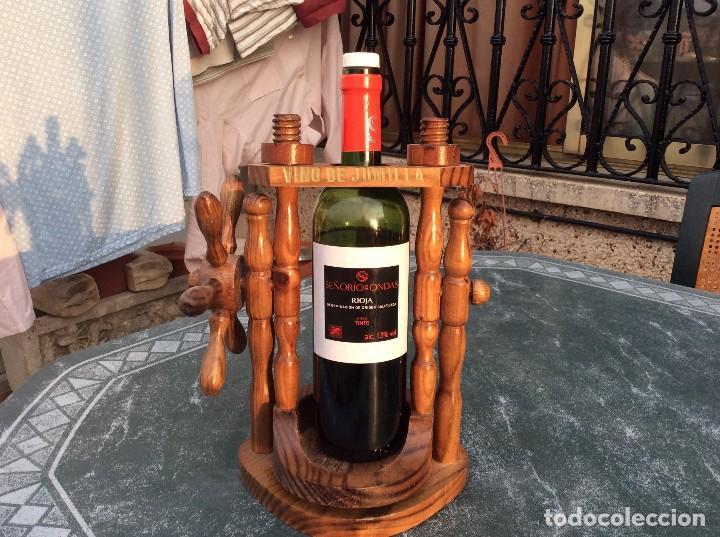BOTELLERO DE MADERA BASCULANTE (Coleccionismo - Otras Botellas y Bebidas )