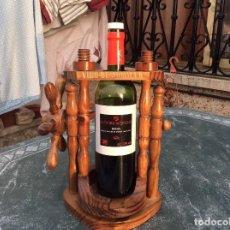 Coleccionismo Otros Botellas y Bebidas: BOTELLERO DE MADERA BASCULANTE. Lote 124657171