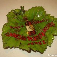 Coleccionismo Otros Botellas y Bebidas: ANTIGUO Y BONITO CENICERO METALICO LITOGRAFIADO....VINOS Y COÑAC GARCIA PEREZ & HIJOS. JEREZ.. Lote 189690605