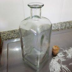 Coleccionismo Otros Botellas y Bebidas: ANTIGUA FRASCA DE CRISTAL CUADRADA.. Lote 128448855