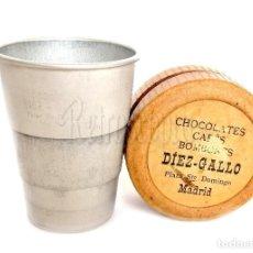 Coleccionismo Otros Botellas y Bebidas: VASO PLEGABLE EN CAJA DE CARTÓN OBSEQUIO DE CHOCOLATES Y BOMBONES DÍEZ GALLO. MADRID AÑOS 20 - 30. Lote 128583899
