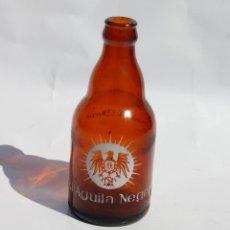 Coleccionismo Otros Botellas y Bebidas: BOTELLA DE CERVEZA AGUILA NEGRA DE OVIEDO. Lote 130531066