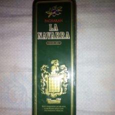 Coleccionismo Otros Botellas y Bebidas: CAJA METALICA PACHARAN LA NAVARRA. Lote 131057384
