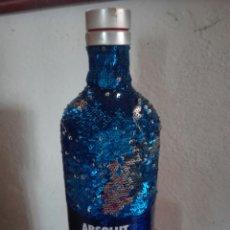 Coleccionismo Otros Botellas y Bebidas: BOTELLA VODKA ABSOLUT. EDICION FORRO LENTEJUELAS. VACIA. Lote 133398299