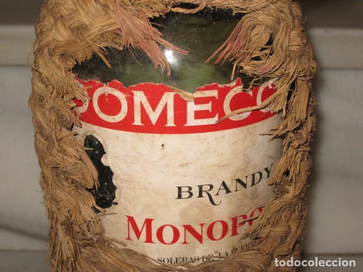 Coleccionismo Otros Botellas y Bebidas: Botella forrada de esparto. Brandy Domecq. Moopolio. - Foto 2 - 133543286