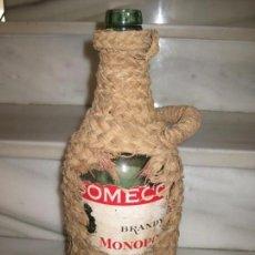 Coleccionismo Otros Botellas y Bebidas: BOTELLA FORRADA DE ESPARTO. BRANDY DOMECQ. MOOPOLIO.. Lote 133543286
