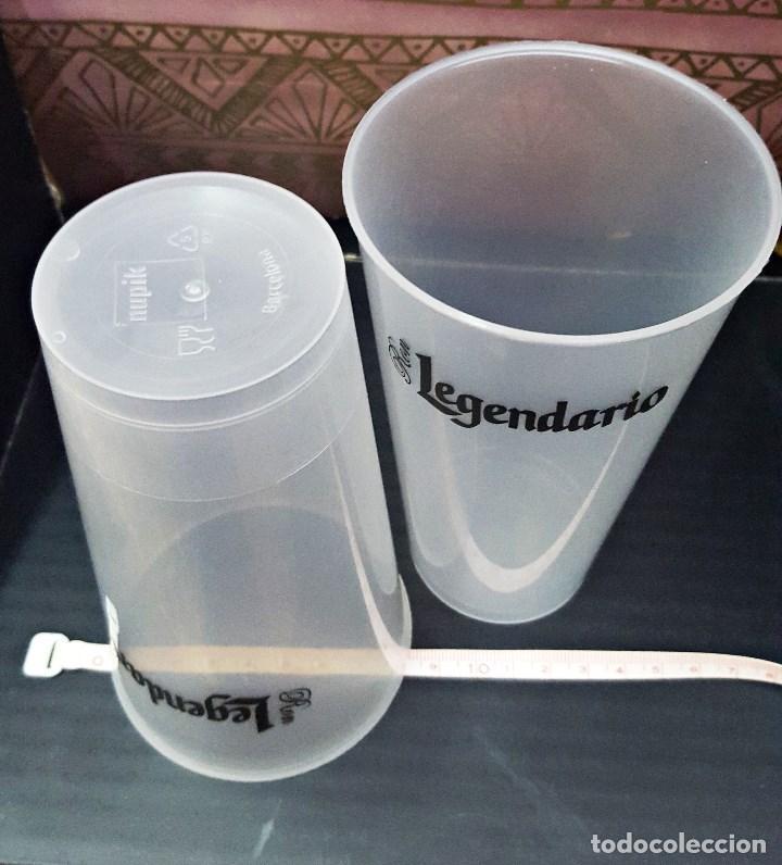 Coleccionismo Otros Botellas y Bebidas: Pareja de vasos de plastico duro de LEGENDARIO 45cl. - Foto 4 - 135837990