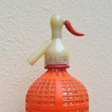 Coleccionismo Otros Botellas y Bebidas: ESCASO Y ANTIGUO SIFÓN LA ALIANZA, CADIZ. CON PROTECTOR PLÁSTICO NARANJA.. Lote 137246414