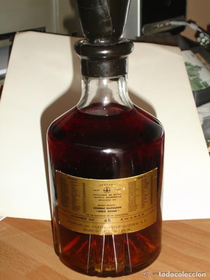 Coleccionismo Otros Botellas y Bebidas: BOTELLA DE COÑAC NAPOLEON ETIQUETA NEGRA AGUILA ROJA - BRUGEROLLE - Foto 7 - 140521034