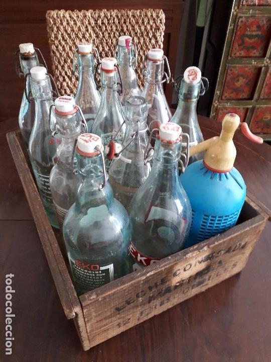 Coleccionismo Otros Botellas y Bebidas: Colección 11 Botellas Gaseosa y 1 Sifón. Revoltosa, El Cid, Escutia, Montesol. Monteagudo. - Foto 4 - 141561338