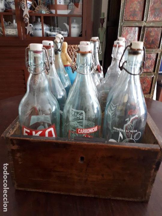 Coleccionismo Otros Botellas y Bebidas: Colección 11 Botellas Gaseosa y 1 Sifón. Revoltosa, El Cid, Escutia, Montesol. Monteagudo. - Foto 11 - 141561338