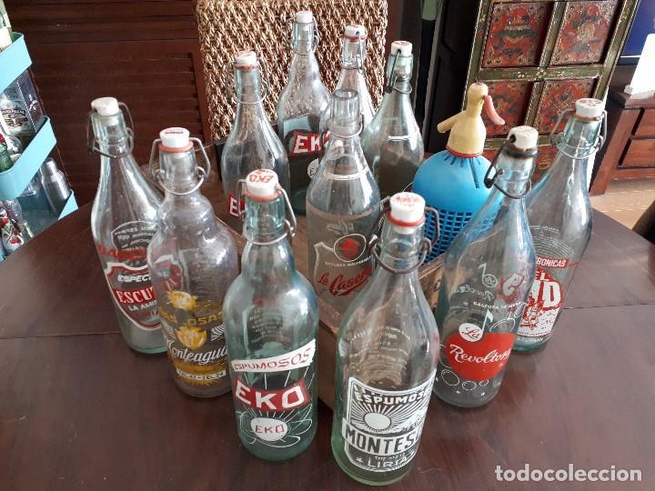 Coleccionismo Otros Botellas y Bebidas: Colección 11 Botellas Gaseosa y 1 Sifón. Revoltosa, El Cid, Escutia, Montesol. Monteagudo. - Foto 14 - 141561338