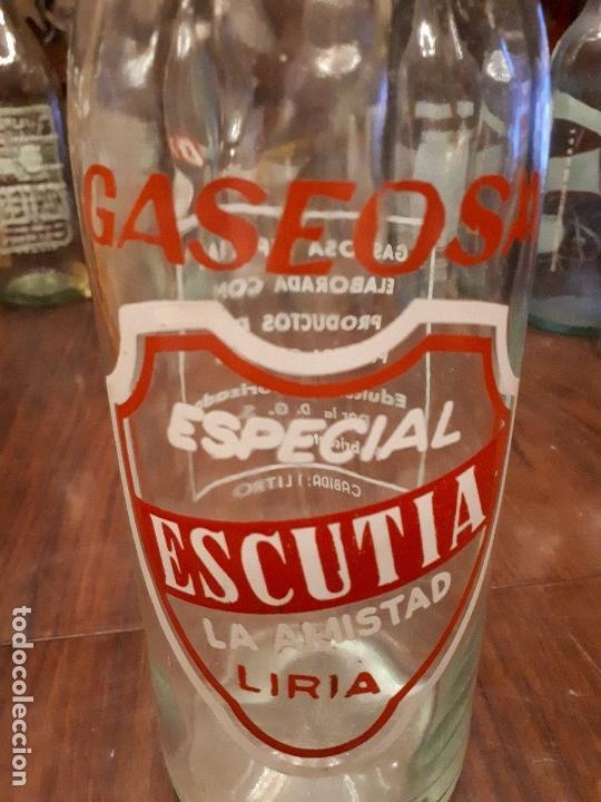 Coleccionismo Otros Botellas y Bebidas: Colección 11 Botellas Gaseosa y 1 Sifón. Revoltosa, El Cid, Escutia, Montesol. Monteagudo. - Foto 18 - 141561338