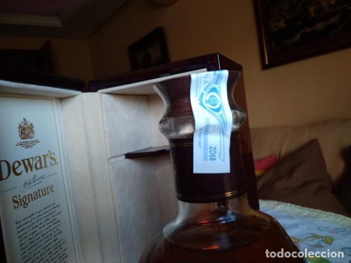 Coleccionismo Otros Botellas y Bebidas: Whisky Dewars signature edición limitada - Foto 4 - 142760922