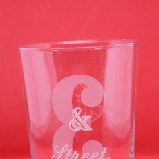 Coleccionismo Otros Botellas y Bebidas: VASO WHISKY J&B STREET CUM LAUDE ESCOCES SCOTCH GLASS WHISKEY COLLECTABLES COLECCIONABLE. Lote 143900446