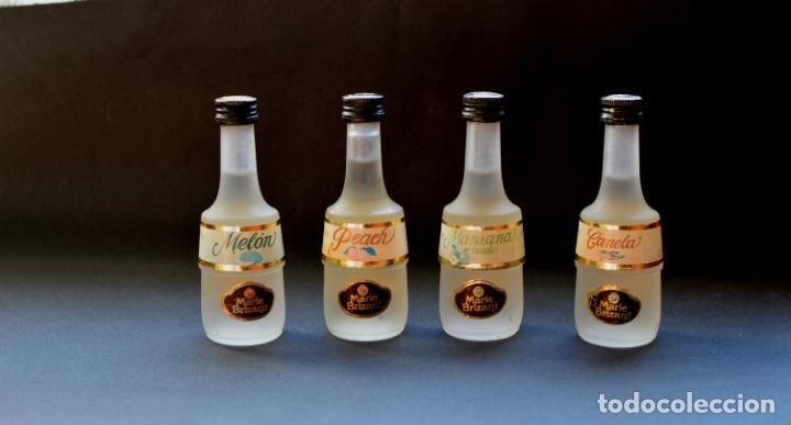 BOTELLINES MINIATURA DE MARIE BRIZARD DE MANZANA, MELON, PEACH Y CANELA, CON SELLO (Coleccionismo - Otras Botellas y Bebidas )