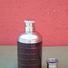 Coleccionismo Otros Botellas y Bebidas: PETACA CILÍNDRICA, CON VASITO DE TAPÓN.. Lote 147355586