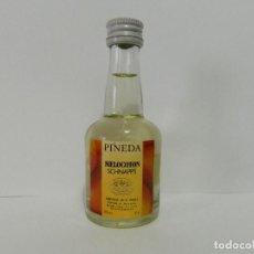 Coleccionismo Otros Botellas y Bebidas: MINI BOTELLA LICOR MELOCOTON PINEDA SCHNAPPS - BOTELLIN. Lote 148010834