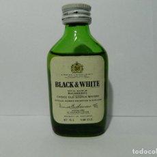 Coleccionismo Otros Botellas y Bebidas: MINIBOTELLIN WHISKY BLACK & WHITE, ESCOCIA, BOTELLIN. Lote 148396130