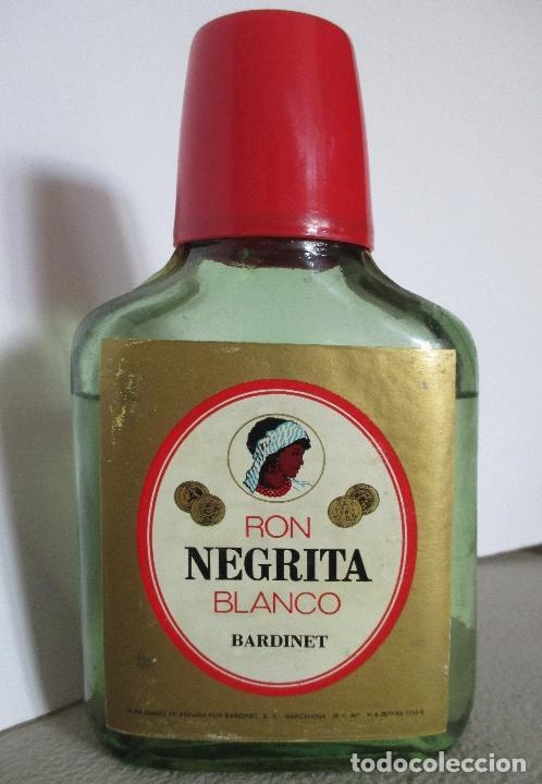 BARDINET RON NEGRITA BLANCO. BARCELONA. BOTELLA, PETACA. (Coleccionismo - Otras Botellas y Bebidas )