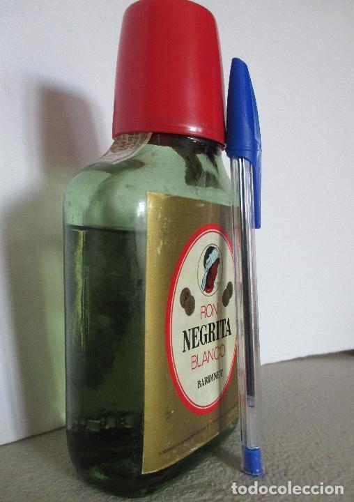 Coleccionismo Otros Botellas y Bebidas: BARDINET RON NEGRITA BLANCO. BARCELONA. BOTELLA, PETACA. - Foto 2 - 151475514