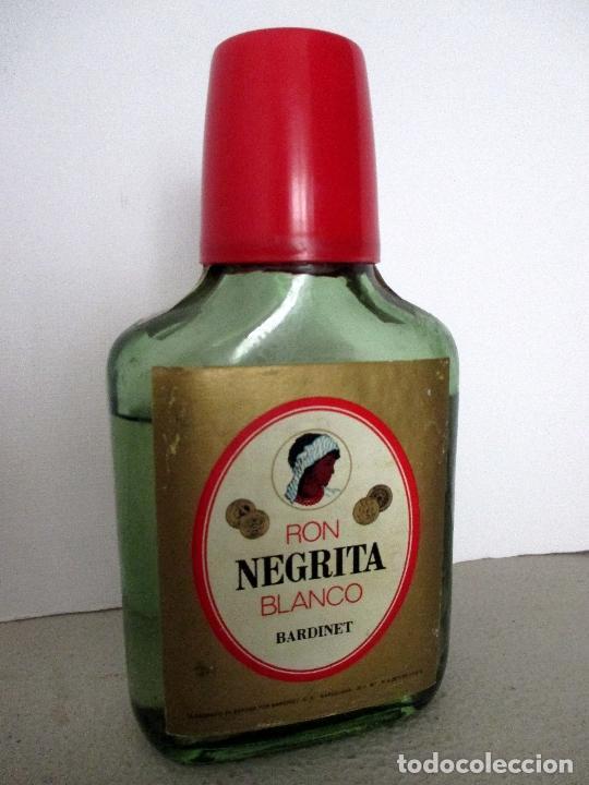 Coleccionismo Otros Botellas y Bebidas: BARDINET RON NEGRITA BLANCO. BARCELONA. BOTELLA, PETACA. - Foto 8 - 151475514
