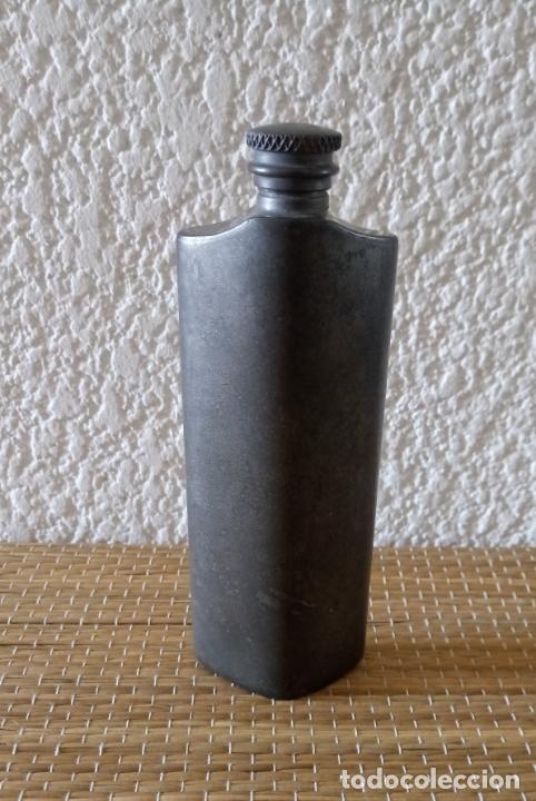 ANTIGUA BOTELLA PETACA METAL - 14.5 X 5 CMS (Coleccionismo - Otras Botellas y Bebidas )