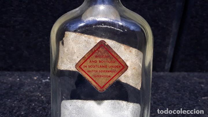 Coleccionismo Otros Botellas y Bebidas: ANTIGUA BOTELLA PETACA DE WHISKY JOHNNIE WALKER EDICION - Foto 6 - 152183518