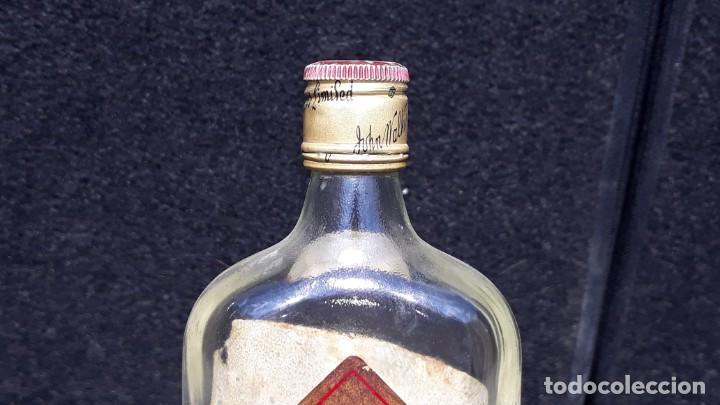 Coleccionismo Otros Botellas y Bebidas: ANTIGUA BOTELLA PETACA DE WHISKY JOHNNIE WALKER EDICION - Foto 7 - 152183518