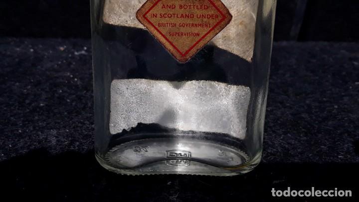 Coleccionismo Otros Botellas y Bebidas: ANTIGUA BOTELLA PETACA DE WHISKY JOHNNIE WALKER EDICION - Foto 8 - 152183518