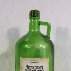 Coleccionismo Otros Botellas y Bebidas: BOTELLA GARRAFA DE CRISTAL VERDE PATXARAN BARAÑANO. Lote 152241962