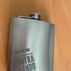 Coleccionismo Otros Botellas y Bebidas: PATACA METÁLICA RON CONTRABANDO. NUEVA. Lote 152418190