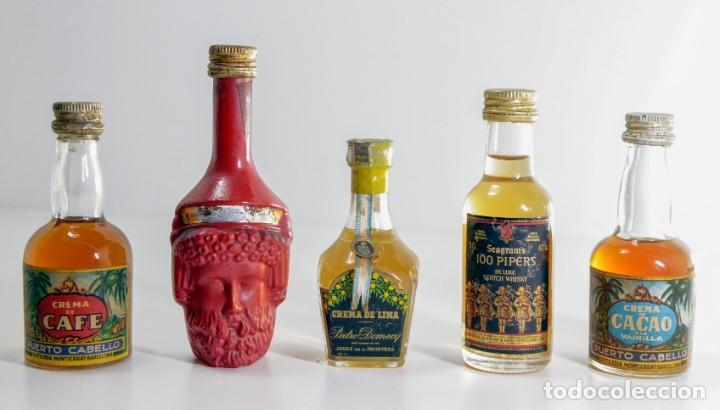 LOTE COMPUESTO POR CINCO MINI BOTELLAS ANTIGUAS DE LICOR (Coleccionismo - Otras Botellas y Bebidas )