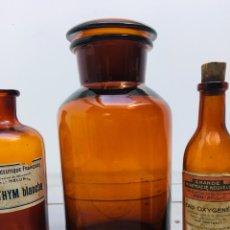 Coleccionismo Otros Botellas y Bebidas: ANTIGUA BOTELLA DE CRISTAL DE MEDICAMENTO - FRASCO BOTELLA DE FARMACIA AMBAR BOTELLON VIDRIO. Lote 153883146