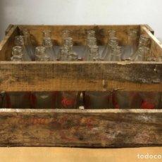 Coleccionismo Otros Botellas y Bebidas: CAJA DE MADERA ANTIGUA DE KAS. 24 BOTELLINES DE KAS. . Lote 153940778