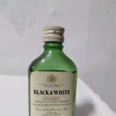 Coleccionismo Otros Botellas y Bebidas: BOTELLA MINIATURA WHISKY BLACK&WHITE. Lote 154193924