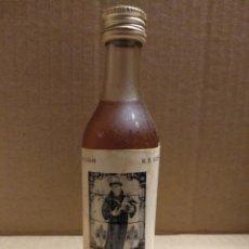 Coleccionismo Otros Botellas y Bebidas: BOTELLA MINIATURA LICOR DE HUEVO. Lote 156539793