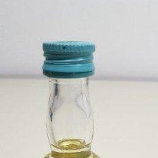 Coleccionismo Otros Botellas y Bebidas: S9- CHARTREUSE ANISETTE ANTIGUA BOTELLA PEQUEÑA PRECINTADA ANTIGUO SELLO 50 CENTIMOS. Lote 176061507