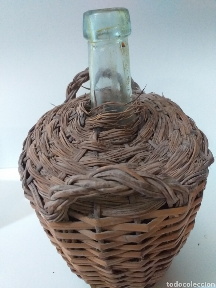 Coleccionismo Otros Botellas y Bebidas: Pequeña damajuana con forro de mimbre y caña. Usada para el aceite. - Foto 2 - 159888446