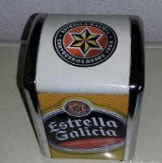 Coleccionismo Otros Botellas y Bebidas: SERVILLETERO METÁLICO PUBLICIDAD CERVEZA ESTRELLA GALICIA. NUEVO.. Lote 161183074