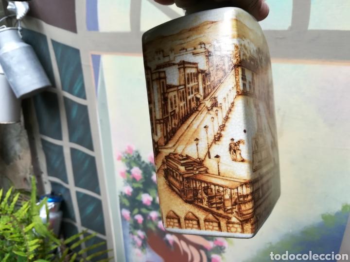 Coleccionismo Otros Botellas y Bebidas: Botella antigua con imagen de la plaza de la Candelaria de S/c de Tenerife - Foto 3 - 162209136