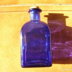 Coleccionismo Otros Botellas y Bebidas: BOTELLA DE COLOR AZUL MIDE 14 DE ALTA POR 7 DE ANCHA VER FOTOS. Lote 166819098