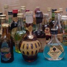 Coleccionismo Otros Botellas y Bebidas: COLECCION DE 38 BOTELLINES DISTINTOS.TODOS CONSERVAN LA MAYOR PARTE DEL LIQUIDO. Lote 166881396