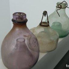 Coleccionismo Otros Botellas y Bebidas: ANTIGUAS BOTELLAS DE CRISTAL CAZA INSECTOS PARA COLGAR EN ÁRBOLES COLOR VIOLETA VERDE Y TRANSPARENTE. Lote 167495280
