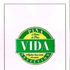 Coleccionismo Otros Botellas y Bebidas: PIÑA VIDA SELECCIÓN, METÁLICA, MONTADA SOBRE CATULINA. Lote 167823392