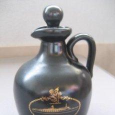Coleccionismo Otros Botellas y Bebidas: CANECO DECANTER BOTELLA CERAMICA WHISKY QE2. Lote 169679316